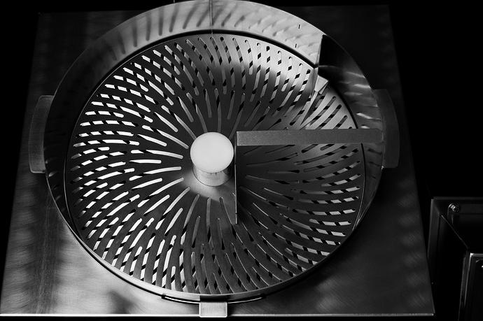 Model-M-Dry-Trimmer-Detail25